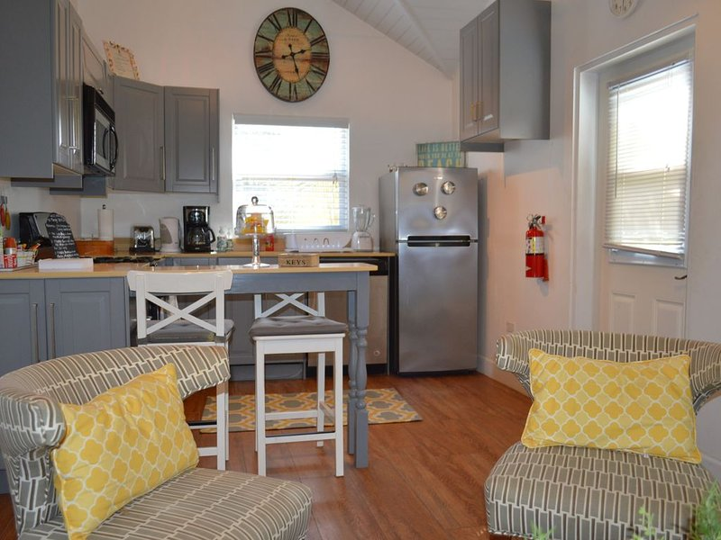 Brand New One Bedroom Apartment In The Heart Of Seven Mile Beach , Grand Cayman – semesterbostad i Grand Cayman