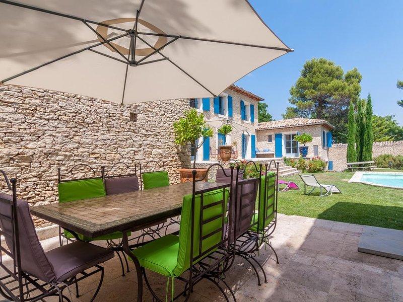 Villa provençal exceptionelle,  piscine et vue dégagée, 6 km de Gordes, holiday rental in Murs