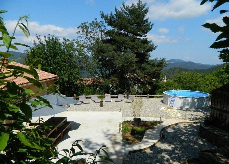 Gîte Cevennes de plain pied tout confort  avec piscine privative 12 pers, holiday rental in Saint-Michel-de-Deze
