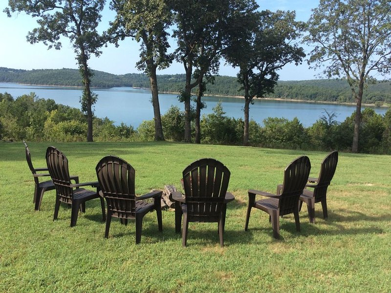 Red Roof Lake House-Breathtaking View!!!!, vacation rental in Henderson