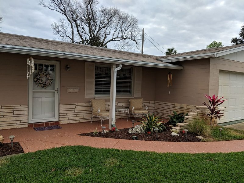 Fall is here, the leaves may be falling, but the sun is shining, beaches open!, casa vacanza a South Daytona