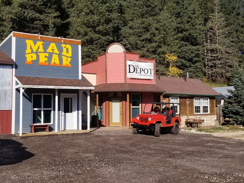 The Depot at Mad Peak/Mad Mountain Lodging, vacation rental in Deadwood