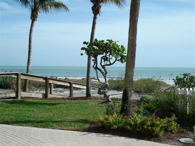!!WOW!!   19 Steps to the Beach!!  Gulf Front, Gorgeous Condo!!, vacation rental in Sanibel