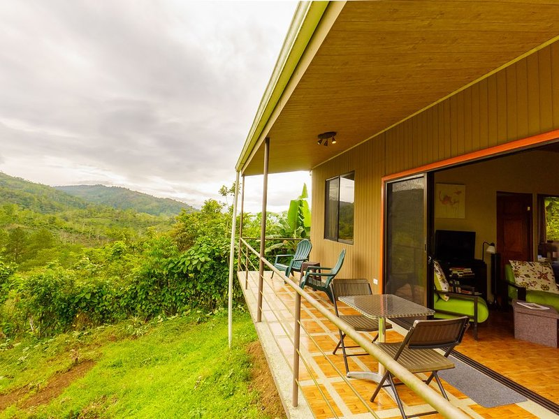 Cozy Cottage with view in tranquil mountains of La Suiza, Turrialba, Costa Rica, vacation rental in Province of Cartago