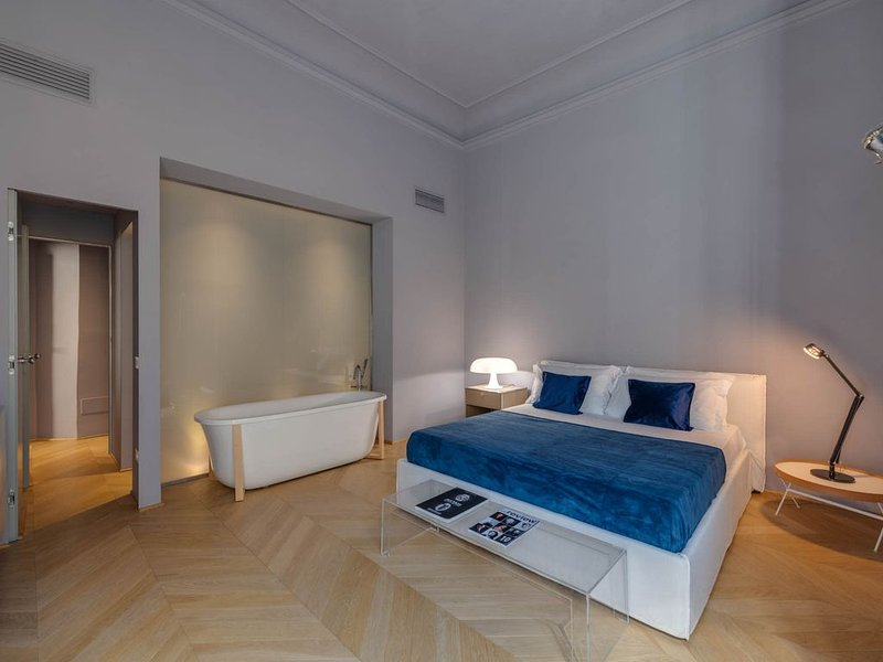 SANTA CROCE Deluxe 2 bedroom apartment, holiday rental in San Martino alla Palma
