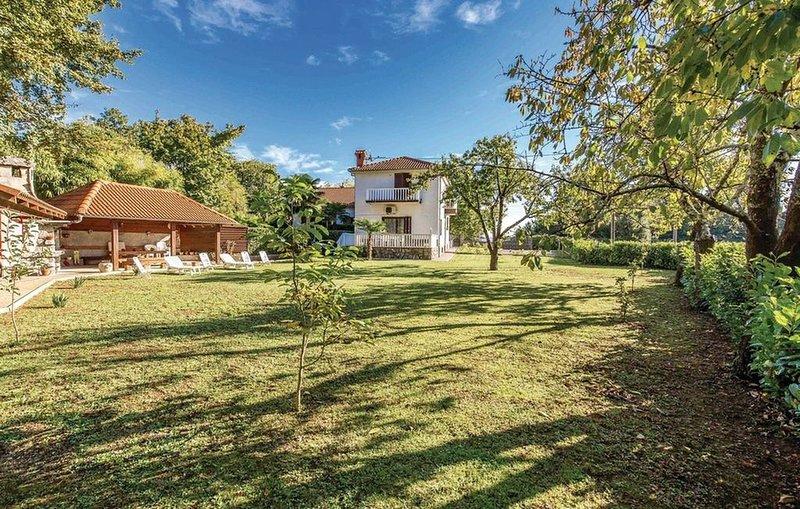 Ferienhaus mit Grillterrasse und Liegewiese, casa vacanza a Opric