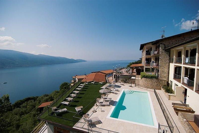 Ferienwohnung FerienWohnung in der Residence Ruculi mit Seeblick, holiday rental in Tignale