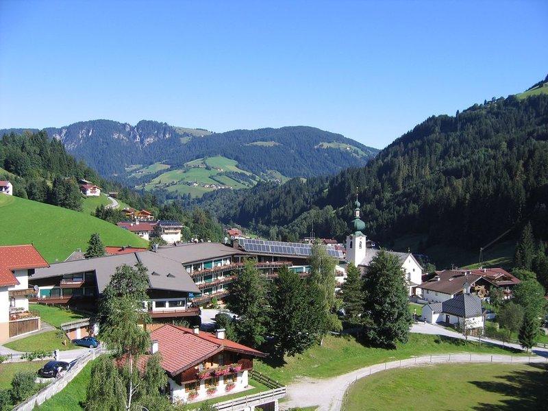 Ferienwohnung mit Balkon und Hallenbad, holiday rental in Wildschonau
