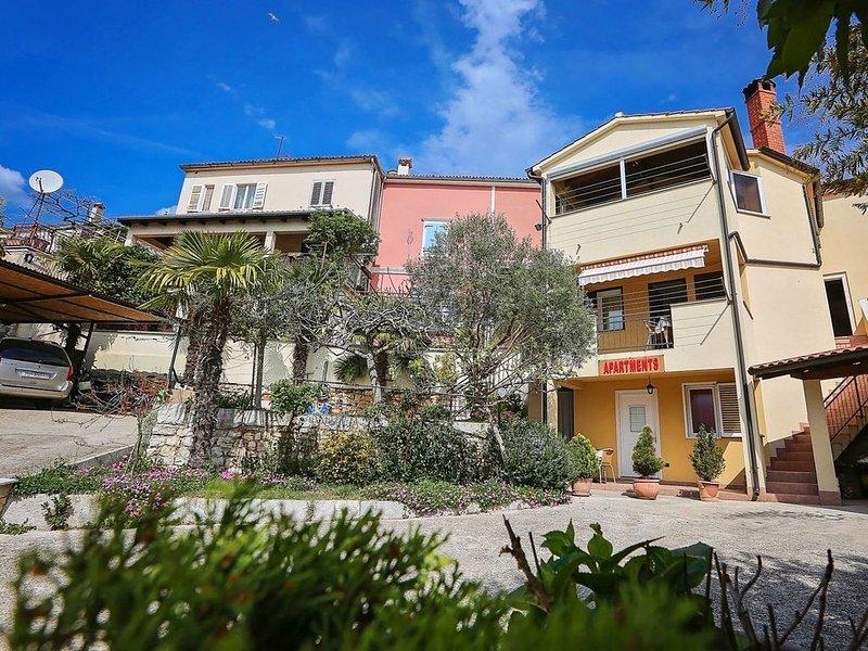 Ferienwohnung mit Internetzugang und Terrasse, vacation rental in Vrsar