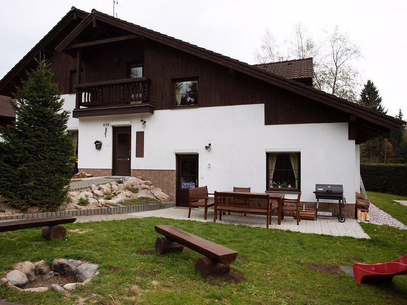 Ferienhaus mit Sauna mit Duschecke, vacation rental in Krkonose National Park