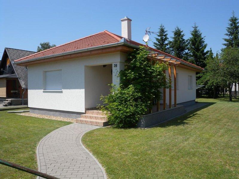 Ferienhaus zur alleinige Nutzung mit Terrasse und Garten, holiday rental in Keleviz
