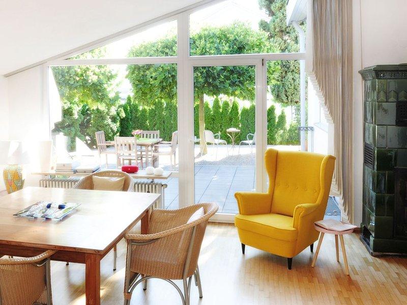 Ferienhaus Sunny, 95qm, 3 Schlafzimmer für max. 4 Erw. und 1 Kind, holiday rental in Friesenheim