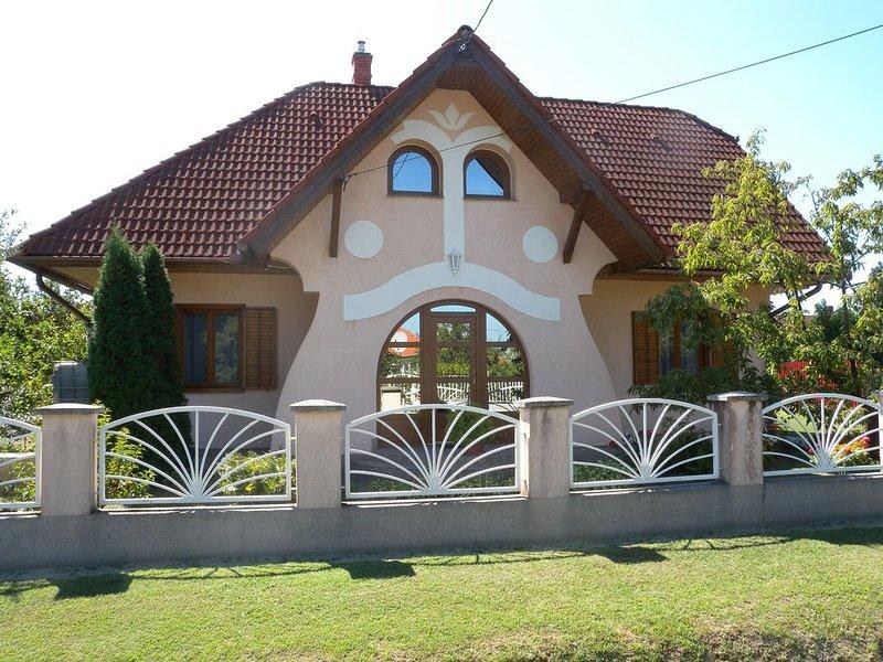 Ferienwohnung mit Waschmaschine und Garten, casa vacanza a Vonyarcvashegy