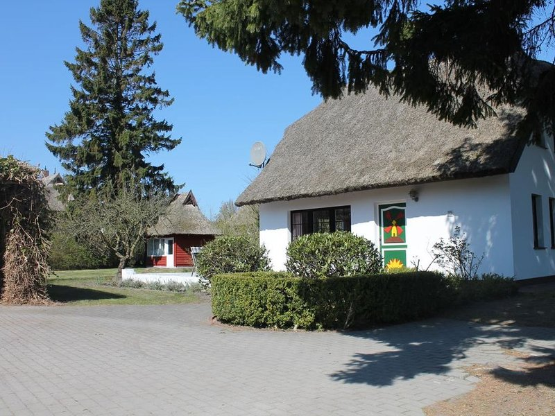 Ilva - gemuetlich eingerichtes FH f. 4 Pers. mit grossem Garten, Terasse, Grill,, holiday rental in Bodstedt