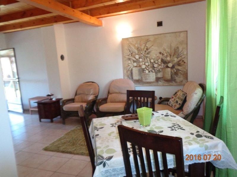 Ferienwohnung nyugodt környéken, holiday rental in Buzsak
