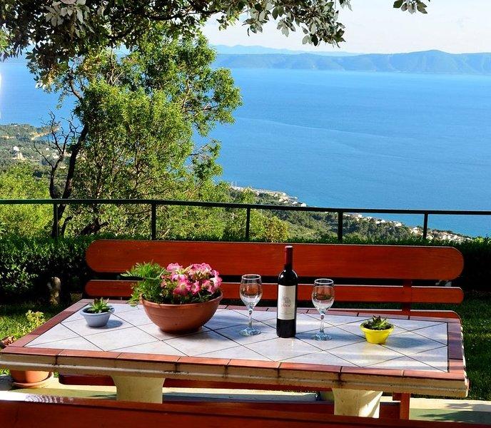 Ferienhaus in ruhiger Lage mit Panoramablick, location de vacances à Marasi