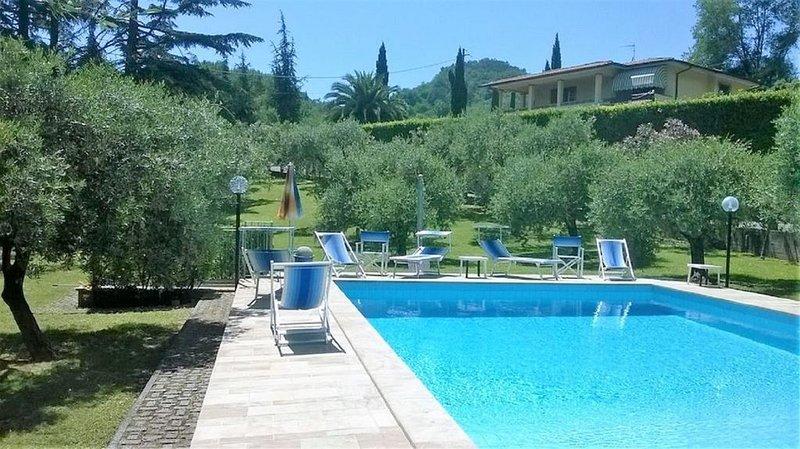 Villa mit privatem Pool für bis zu 12 Personen. Hunde erlaubt., casa vacanza a Valdicastello Carducci