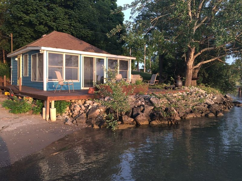 Drifted Inn - Riverfront Cottage, holiday rental in Amherstburg