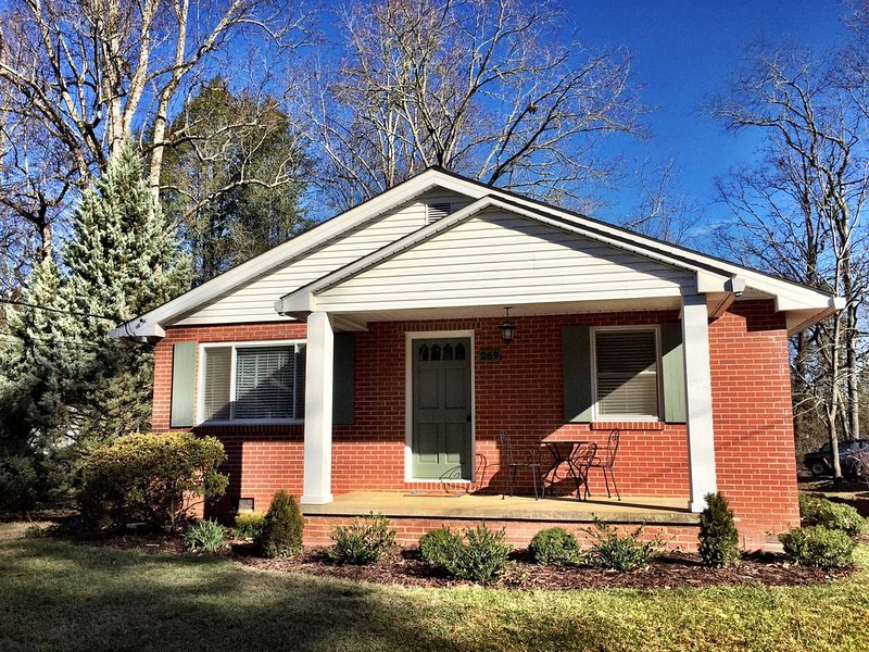 The Thomas House- Downtown Brevard, holiday rental in Brevard