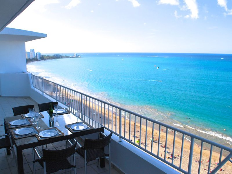 Breathtaking Fully Remodeled Beachfront Penthouse-3 Bed/3baths, holiday rental in Isla Verde