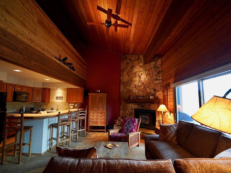 Ski Run Villas #2 Condo Located on Secluded Cul De Sac, holiday rental in Mammoth Lakes