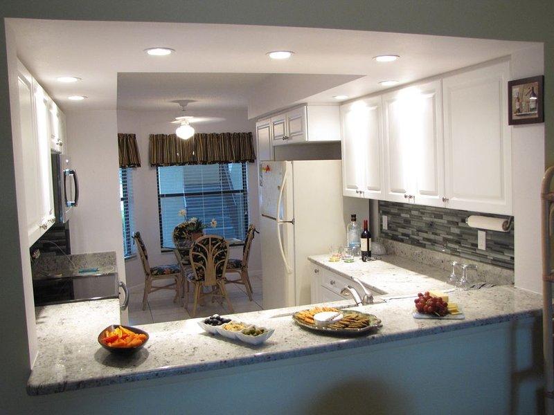 Shorewalk Condo-Ground Floor,2Bed/2 Bath.  Newly remodeled kitchen!!!, holiday rental in Bradenton