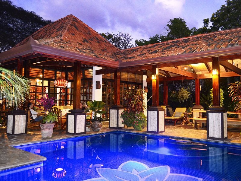 Gorgeous  Mountain Paradise with Privacy, View and Pool!, Ferienwohnung in Alajuela