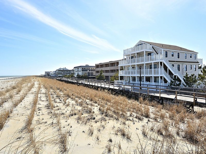 Updated condo on the boardwalk in Bethany Beach with ocean view., holiday rental in Bethany Beach