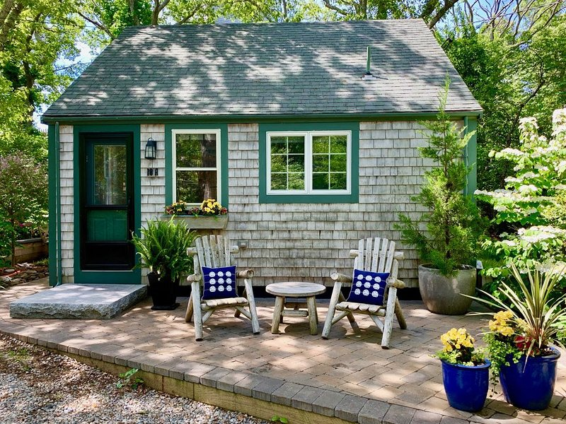 Quintessential P'town Cottage, Beautiful Landscaped Patio, Hot tub, vacation rental in Provincetown