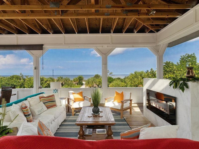 Naples #1 Beach House!  $1,500 OFF SALE FOR  WEEKS IN MAY!!!, location de vacances à Naples