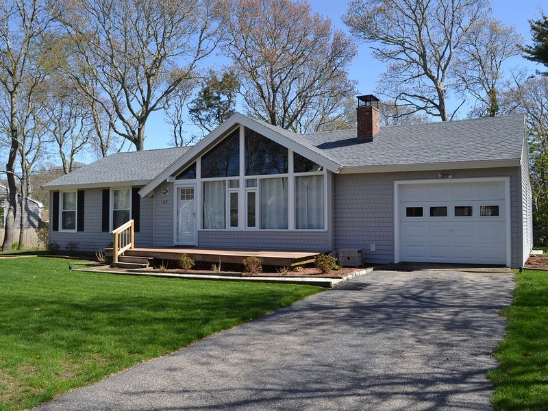 Falmouth Getaway, Super Clean, Private Neighborhood, Pool,  Close to Beaches, holiday rental in Falmouth