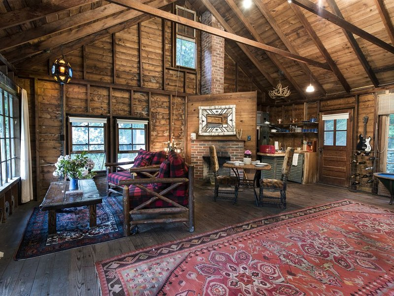 BLUEBERRY HILL CABIN, alquiler vacacional en Chichester