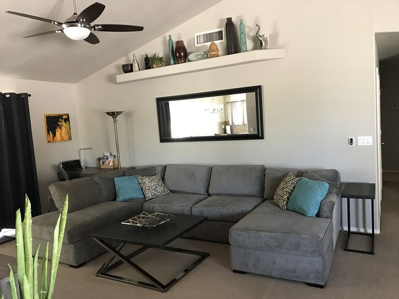 Comforts of Home During Spring Training! Walk to Westgate Entertainment District, vacation rental in Glendale