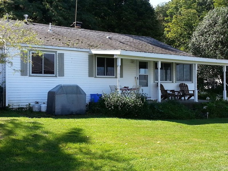 Family friendly, cozy cottage, in midst of Cayuga, Seneca Wine Trails., holiday rental in Trumansburg