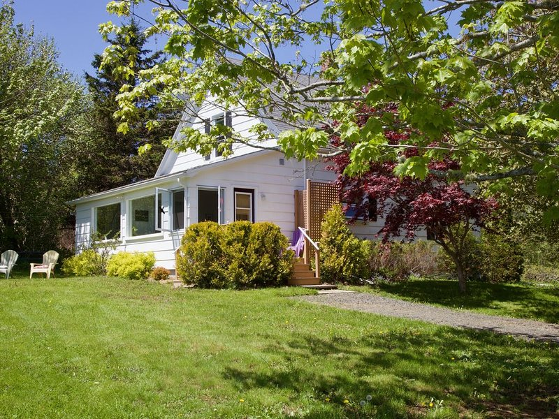 Boutique Farmhouse Cottage; 60 acres; Annapolis Royal 5 min., holiday rental in Annapolis Royal