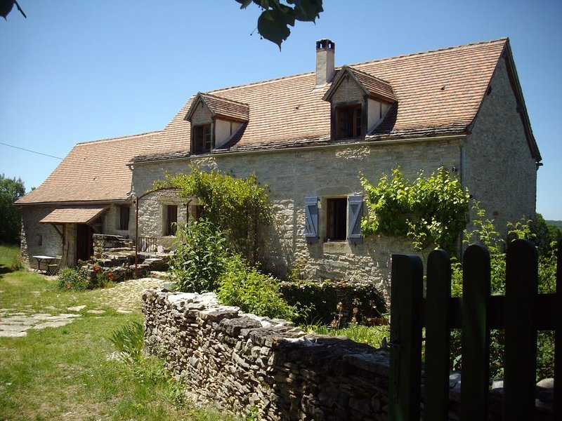 Farmhouse on Lot/Aveyron border near Cajarc with salt pool. Pets very welcome ., holiday rental in Ambeyrac