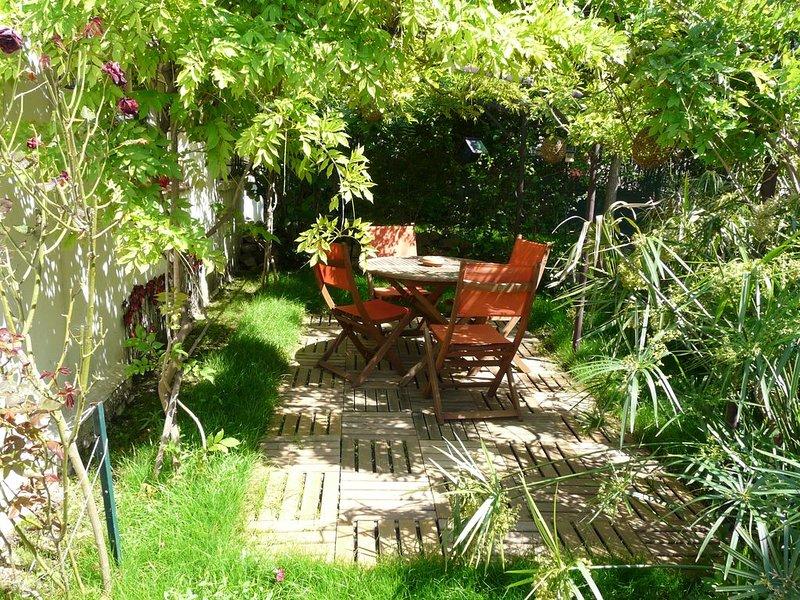Maisonnette indépendante 30m² avec jardin privatif au calme, casa vacanza a La Seyne-sur-Mer