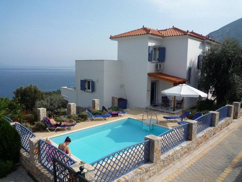 Beautiful 3 bedroom villa with pool and spectacular sea views, location de vacances à Epidavros