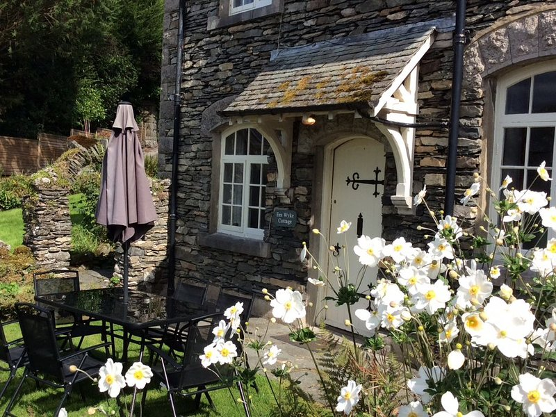 Pet friendly traditional 3 Bed Cottage with lake and mountain views, holiday rental in Satterthwaite