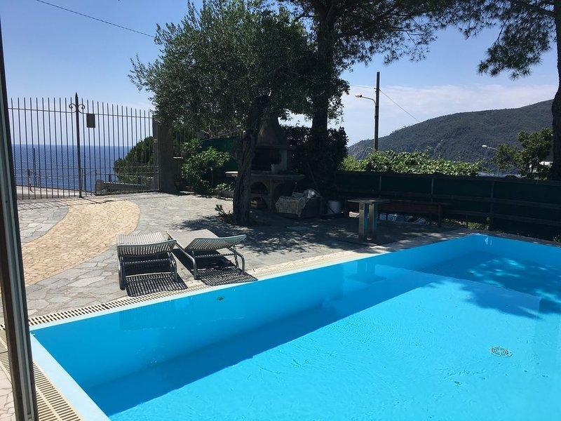 CASA VACANZE CON PISCINA PRIVATA VISTA MARE, alquiler de vacaciones en Deiva Marina