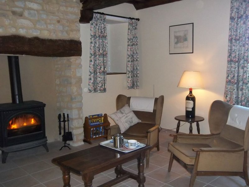 A Cosy Tranquil Cottage (with Mod Cons). Close to Bayeux and Normandy Beaches., vacation rental in Cerisy-la-Foret