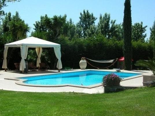 Appartamento in villa, 3000mq giardino, piscina, vicino al mare Roma  max 4 pers, holiday rental in Campo di Mare