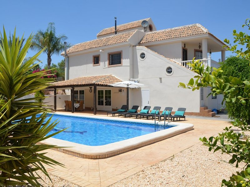 Luxury Villa 5 stars  with 6 bedrooms, 4 bathrooms and private pool, holiday rental in Los Valientes