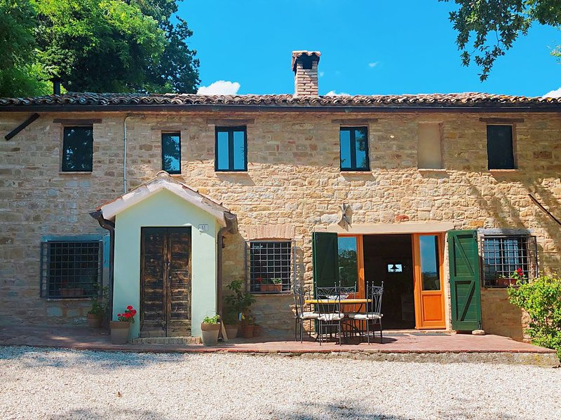 Charming farmhouse with private pool, vacation rental in Angeli Stazione