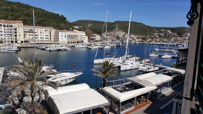 Appartement sur le port de bonifacio un lieu mythique en méditerranée %, holiday rental in Bonifacio