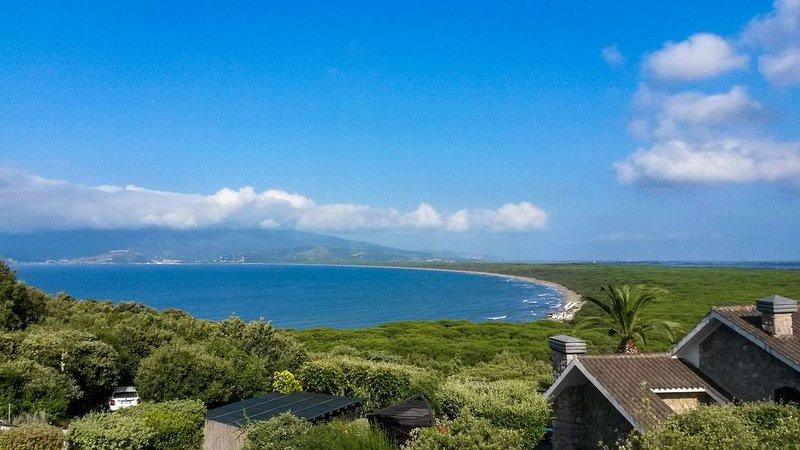 Great sea views short walk to beach private pool family villa, casa vacanza a Orbetello