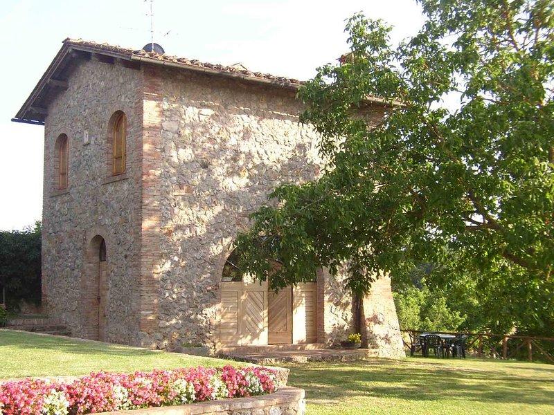 Casa indipendente sulle colline della campagna senese, vacation rental in San Rocco a Pilli