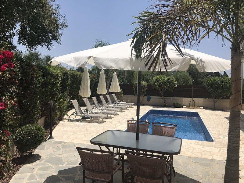 Luxury Villa With Private Pool, Sea & Mountain Views, Free WiFi & UK TV, holiday rental in Kissonerga