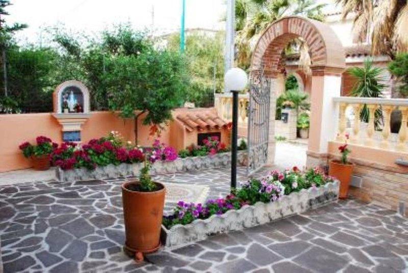 Casa con Giardino in zona tranquilla, holiday rental in Marina di Orosei