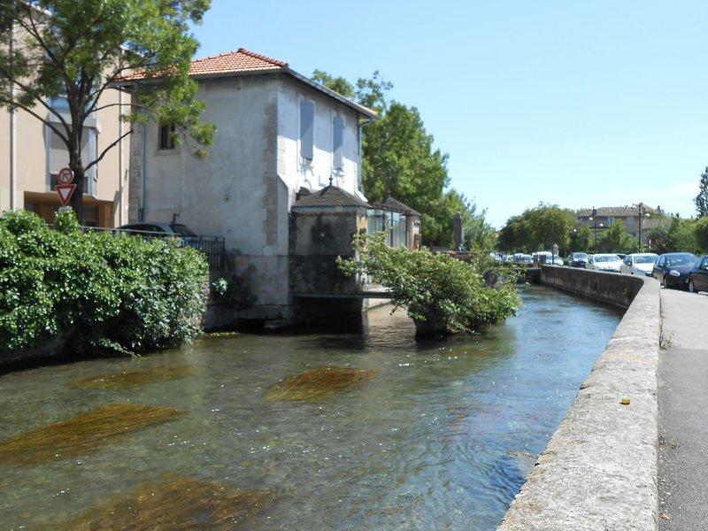 Maison de charme sur la Sorgue, holiday rental in Lagnes